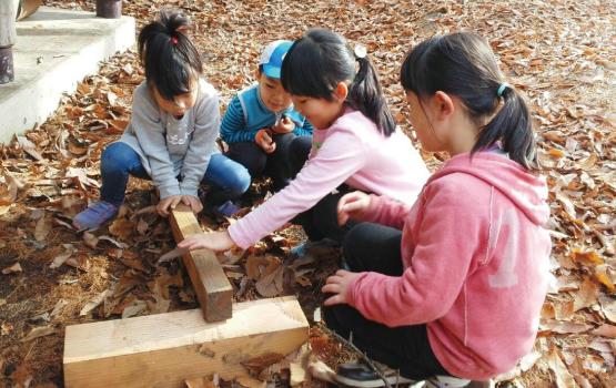 自然教育に加え、イキイキと才能を開花させるヨコミネ式教育法を導入する